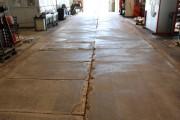 grundierte Fläche mit ausgestemmten Bitumenfugen